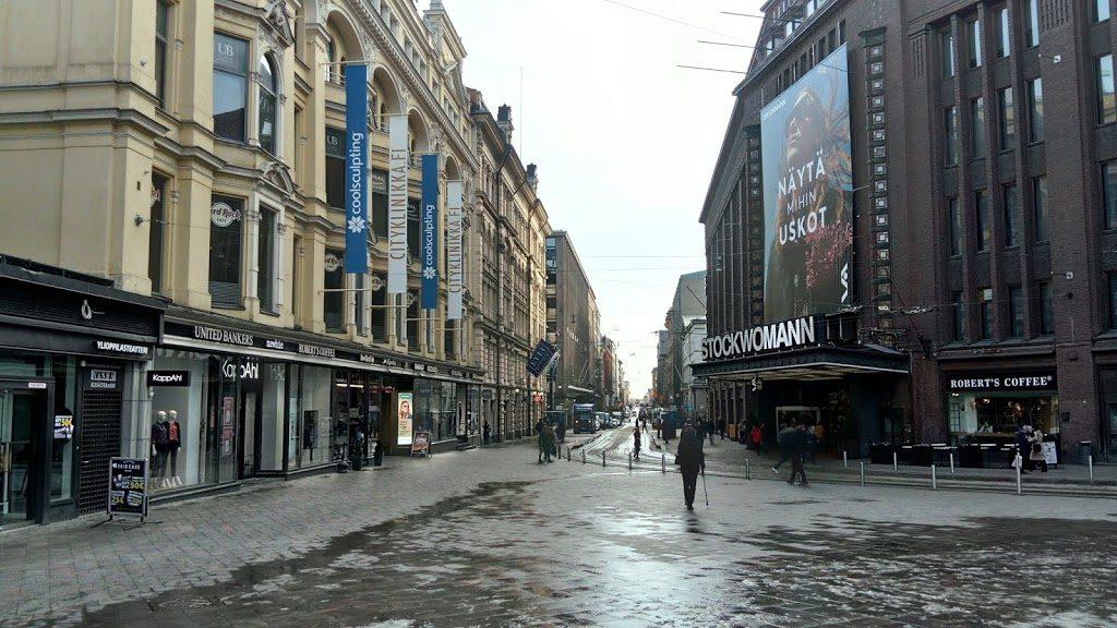 Jedna z głównych ulic Helsinek jest pusta