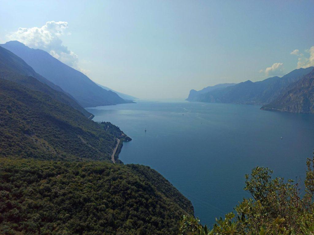 Widok na Jezioro Garda ze szlaku Bustatte-Tempesta